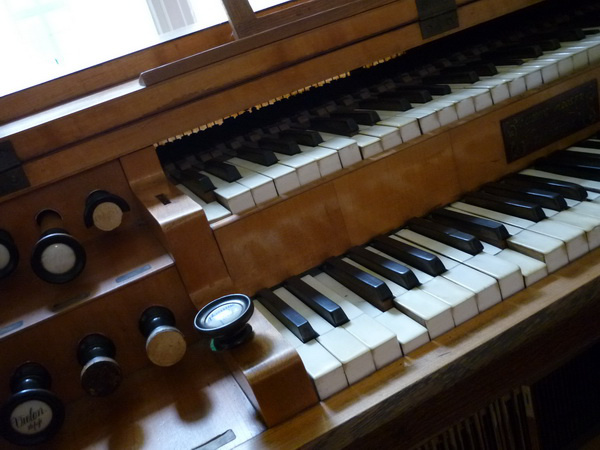 Ludwig Mooser játszóasztal. Egy ugyanilyenen játszott Liszt az Eszetrgomi mise bemutatóján