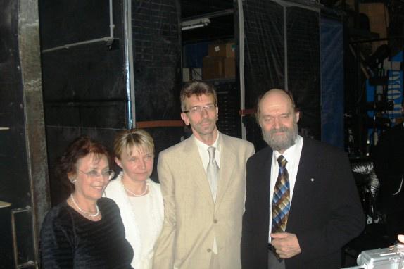 Tüür (jobbról a második) és Pärt feleségeik társáságában Foto Josef Conradi