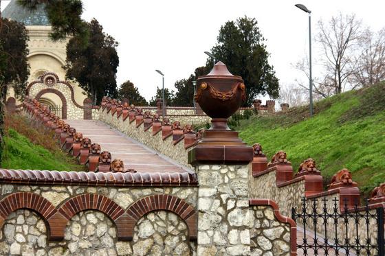 A Zsolnay-mauzóleum bejárata