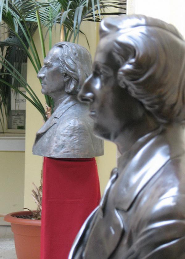 Liszt és Chopin szobrai