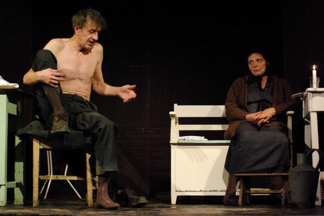 Nehéz - Lázár Kati, Mucsi Zoltán (Bárka Színház, fotó: Garamvári Gábor)