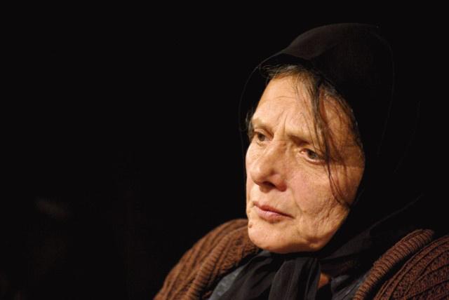 Nehéz - Lázár Kati (Bárka Színház, fotó: Garamvári Gábor)