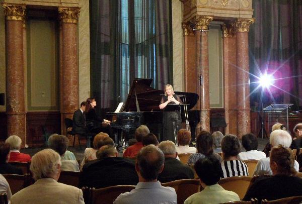 Szabóki Tünde és Simon Izabella