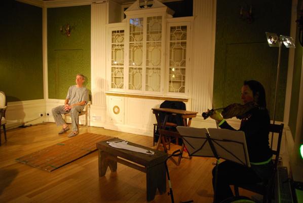 David Prince - Zsolt béla Kilenc koffer című regényének színpadi változatában
