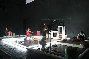 Tévé hülyéknek - Iasi Nemzeti Sínház, Román Színház Fesztivál 2011