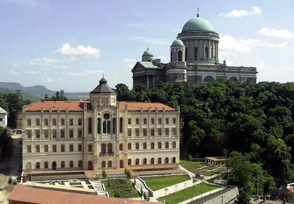 Szent Adalbert Központ, Esztergom