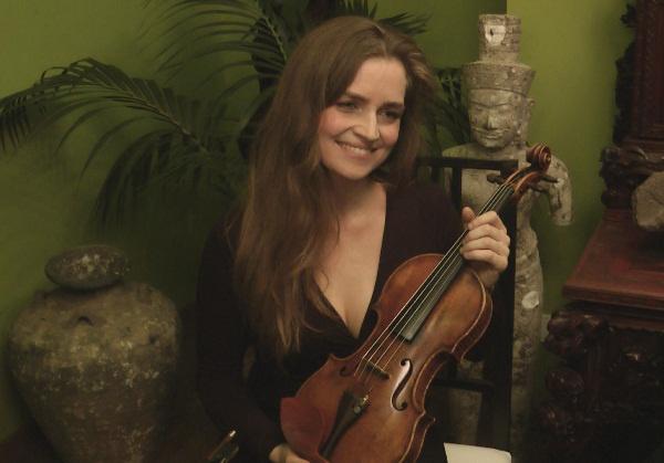 Kokas Katalin a Cecilia nevű Zelnik-Stradivarival