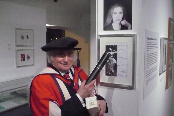Ricahrd Demarco Bozsik Yvette kiállítási anyaga mellett
