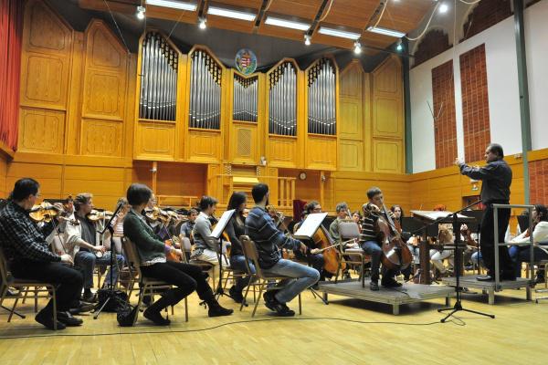 Devich Gergely és a Zuglói Filharmónia, vezényel Záborszky Kálmán