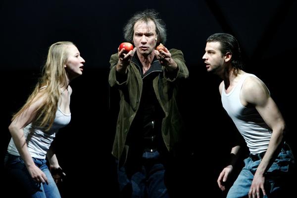 A Nemzeti Színház 2010/2011-es évada - Az ember tragédiája - Tenki Réka, László Zsolt, Szatory Dávid