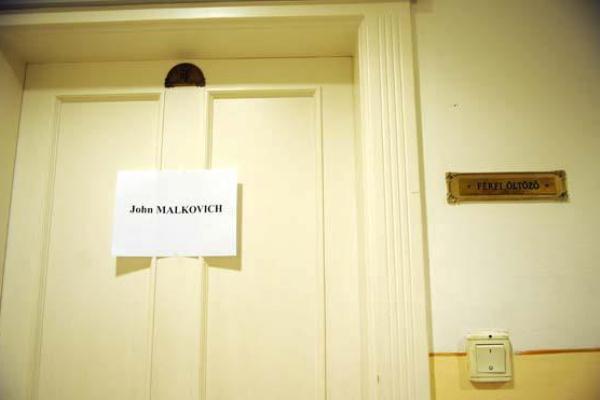 John Malkovich öltözője a Vígszínházban