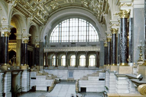 Néprajzi Múzeum - épület (belső) - forrás: Wikipédia