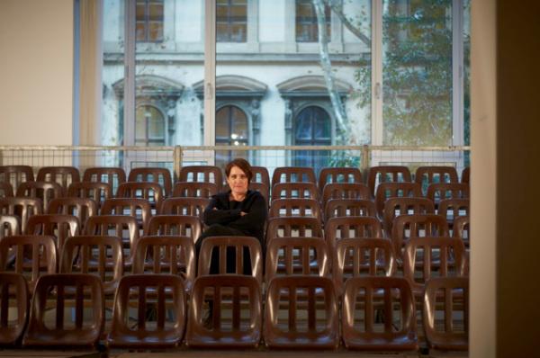 Németh Ilona: Dilemma (Ernst Múzeum) - részlet a Lábjegyzet c. videó felvételéhez készített installációból