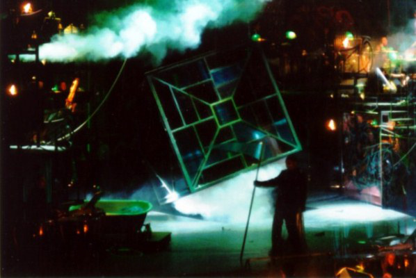 Ligeti György: La grande macabre - a Magyar Állami Operaház előadása a Thália Színházban 1998-ban, rendező: Kovalik Balázs