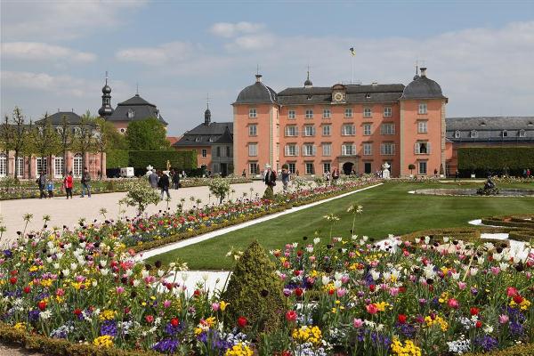 A Schwetingeni Ünnepi Játékoknak otthont adó Schwetzingen kastély épülete