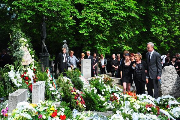 A gyászoló család - Seregi László temetése