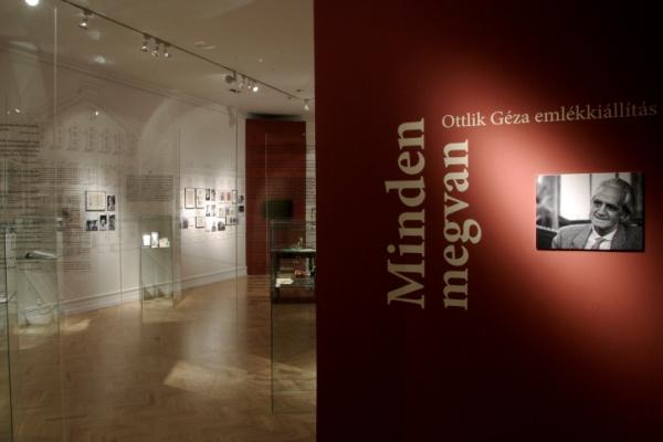Minden megvan - Száz éve született Ottlik Géza című tárlat a Petőfi Irodalmi Múzeumban