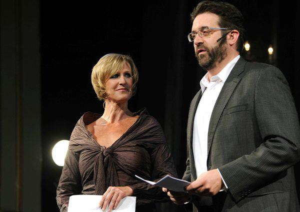 A műsorvezetők: Spilák Klára és Lévai Balázs - A XII. Pécsi Országos Színházi Találkozó díjátadó gálája