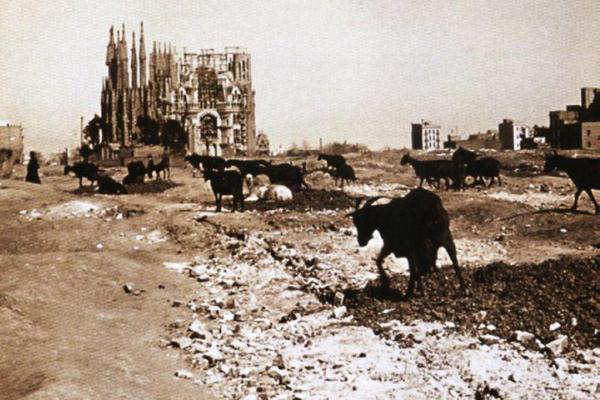 Antoni Gaudím (Sagrada Família, 1915) forrás: Facebook