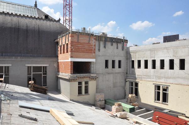 """Bejárás a Zeneakadémia Liszt Ferenc téri palotájában 2012. augusztus 2-ánÚj """"tornyok"""" is épültek a Kupolaterem mellett, ahol további tantermek létesülnek."""