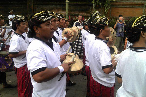 Hercegi temetés gamelán zenével Balin