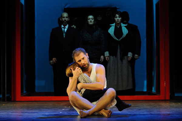 Philippe Brocard a Haláleset a családban c. William Mayer-operájában