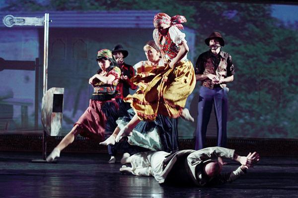 Pécsi Balett: Bonyodalmas Balkáni Lakodalmas