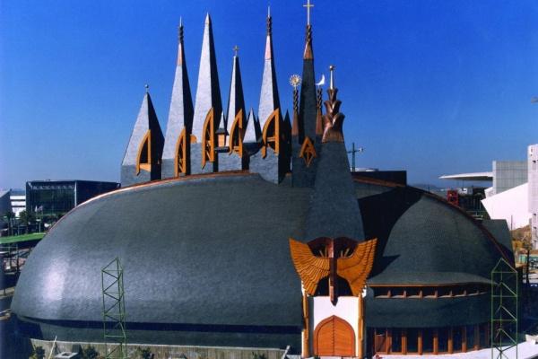 A sevillai Makovecz-pavilon építésekor