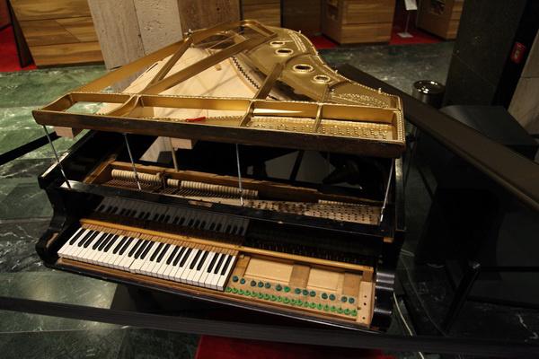 A robbantott zongora