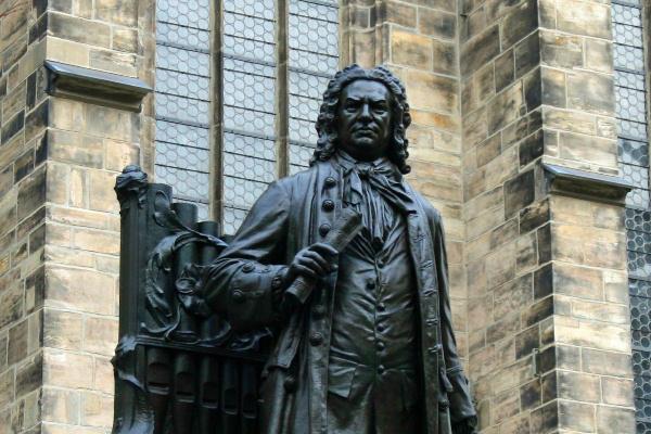 A lipcsei Bach-szobor a Tamás-templom előtt