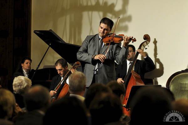 A Kék Duna Koncert és Szalonzenekar a Szindbád Óbudán című műsorban