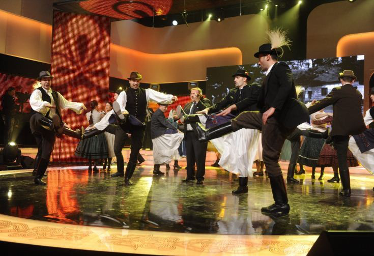 A táncegyüttes kategória győztese, a Jászság Népi Együttes bökönyi táncokat ad elő MTI Fotó: Zih Zsolt