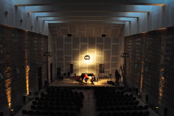 A koncertterem esti fényekben - A Bard College Conservatory of Music koncertjének főpróbája a Budapest Music Centerben 2013. január 13-án