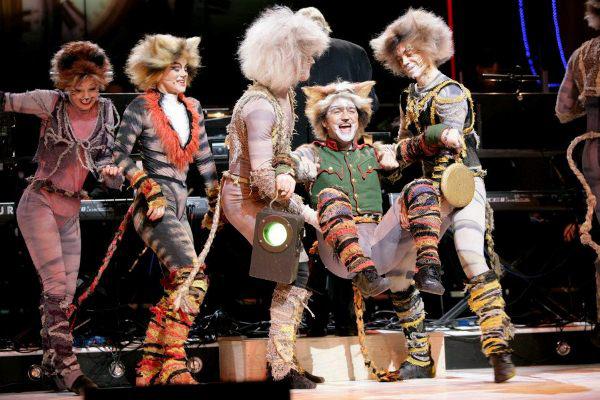Szent Vajk - Macskák - Madách Színház