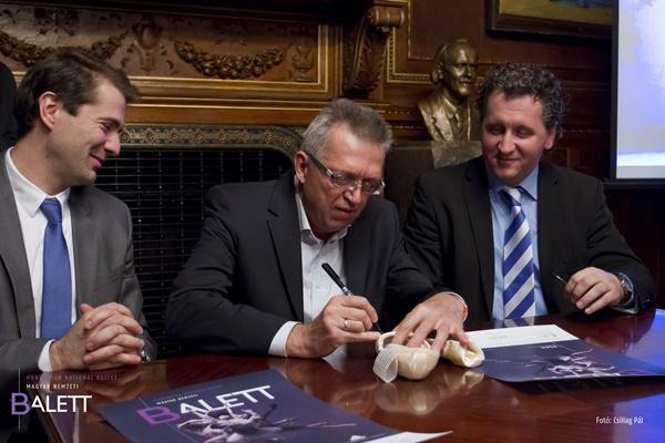 Solymosi Tamás, Császári Attila és Ókovács Szilveszter a Magyar Nemzeti Balett és az adidas együttműködésének aláírásakor