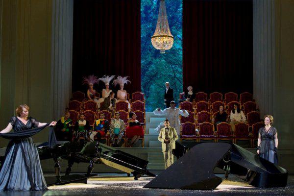 Emily Magee (Ariadne), Michael Rotschopf (Hofmannsthal), Regina Fritsch (Ottonie/Dorine) - Ariadne Naxosban 2012