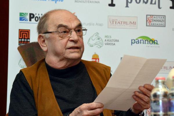 Bodrogi Gyula felolvassa a versenyprogramba meghívott előadások listáját