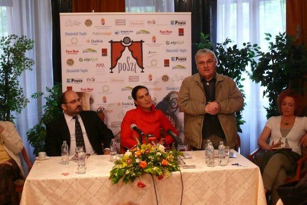 Stenczer Béla ismerteti a programokat a POSzT sajtótájékoztatóján