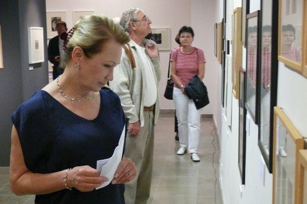 Udvaros Dorottya A Díva gesztusa című kiállítás megnyitóján - 13. Pécsi Országos Színházi Találkozó - 2. nap