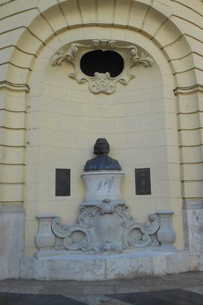 Liszt mellszobra a Duna-palota szoborfülkéjében (Gerő Katalin alkotása, fotó: Bartos Gyula)