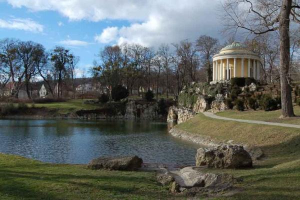A kismartoni Esterházy-kastély parkja