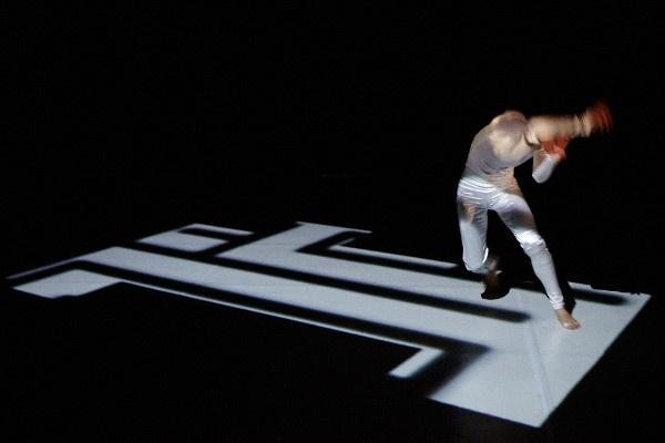 Monocrossing - Hargitai Mariann - Közép-Európa Táncszínház, Derida Dance
