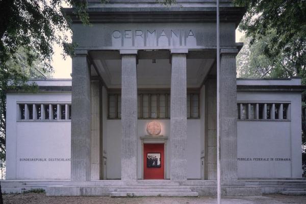 Han Haake által berendezett német pavilon 1993-ban