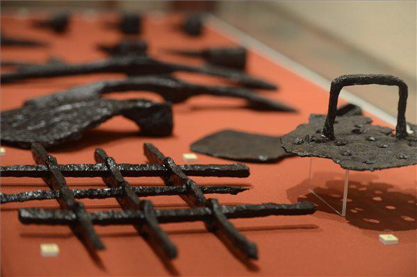 Kiállítás a Várkert Bazár leleteiből