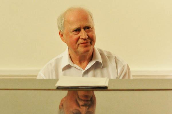 A zongoránál Darvas Ferenc