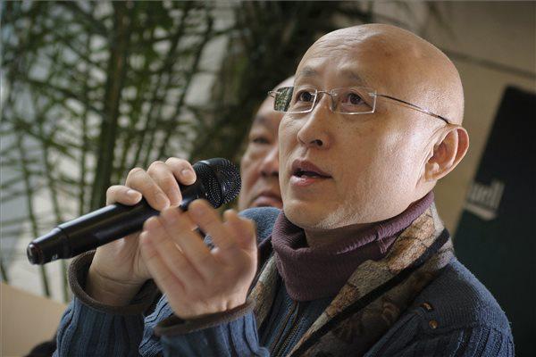 Jü Ko Yu Ke, Az új  spektákulum c. kiállítás kurátora