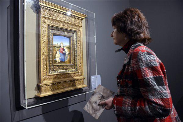 Raffaello Esterházy Madonna című festménye Az eszmény diadala c. kiállításon