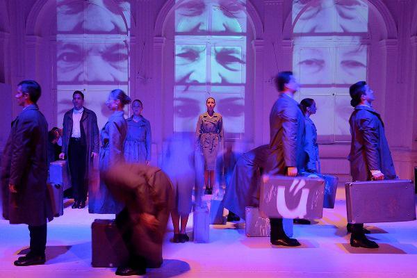 Hontalanítás - Ifjú Szívek Táncszínház
