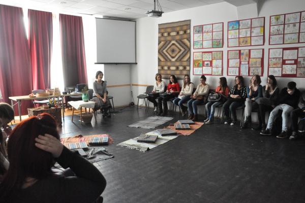 Beavató foglalkozás középiskolásoknak - Sajtótájékoztató és bejárás a Hagyományok Házában 2012. 11. 29-én