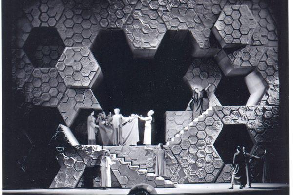 Elektra 1976-ban